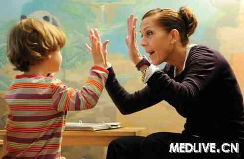 学习模仿技巧的孤独症幼儿与学龄前儿童更愿通过手势